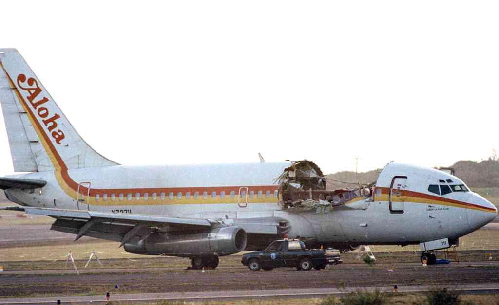 Pilots Landed A Roofless Plane Aloha Airlines Flight 243